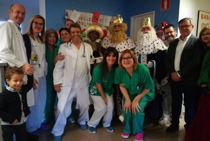 Los Reyes Magos visitaron en Hellín a los niños ingresados en el hospital