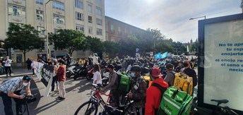 Los 'riders' se concentran en el Congreso para pedir el voto en contra de la Ley que regula sus condiciones