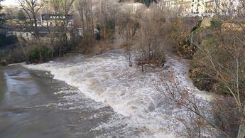 El Ayuntamiento de Cuenca precinta las riberas del Júcar ante el aumento del caudal a 96 m3 por segundo