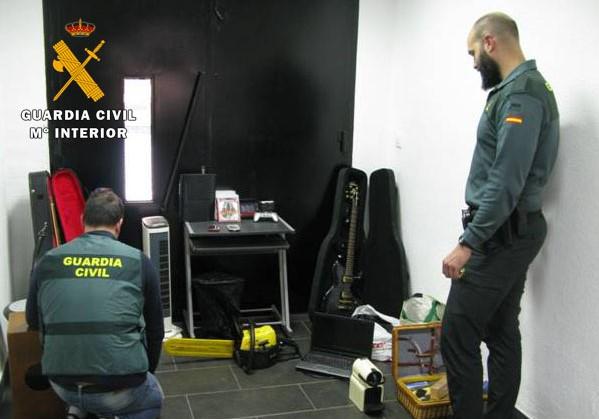 La Guardia Civil detiene a 8 personas por robos con fuerza en una vivienda habitada y seis casas de campo en Almansa