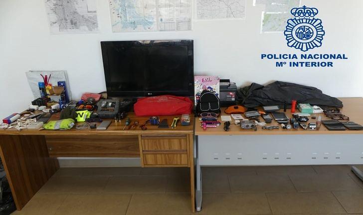 Detenidas dos personas en Hellín implicadas en un robo con violencia y en varios coches