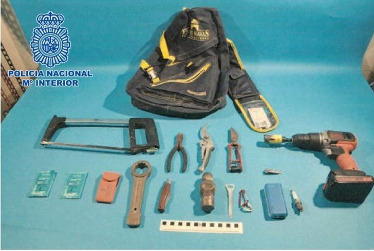 Dos detenidos por robar bombonas de butano, sacos de 'pellet' y carbón en tres gasolineras de Puertollano