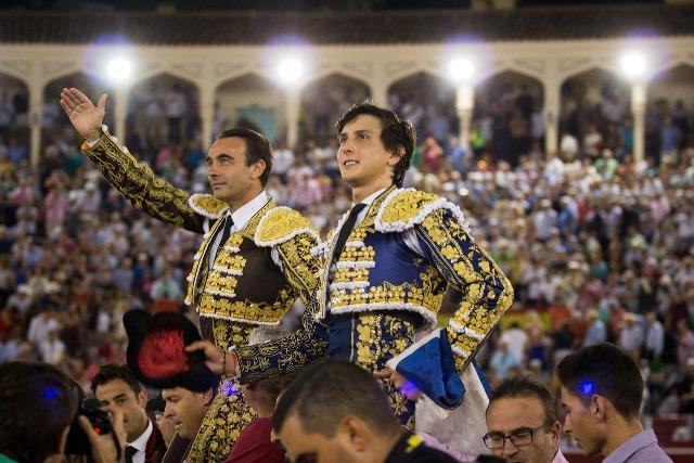 Enrique Ponce y Roca Rey, a hombros en la Feria de Albacete