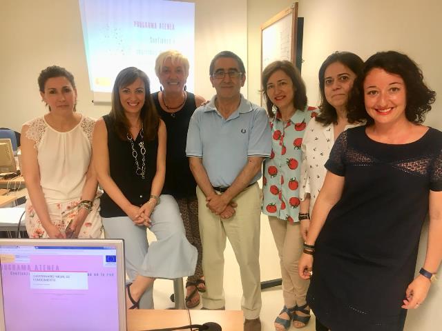 El Instituto de la Mujer de CLM imparte un taller sobre la seguridad de las mujeres en internet en La Roda