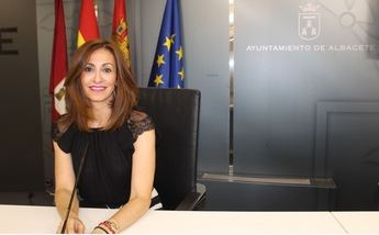 El PP de Albacete quiere que sea obligatorio diluir con agua y vinagre los orines de los perros en la ciudad