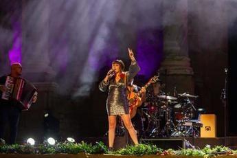 Rozalén canta por primera vez ante el público 'Y busqué' en el Teatro Romano de Mérida