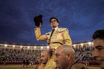 Toros. Rubén Pinar, en una gran tarde, abre la puerta grande en la Feria de Albacete