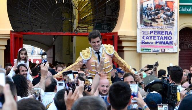 Rubén Pinar saliendo a hombres en la corrida de Asprona de este domingo.