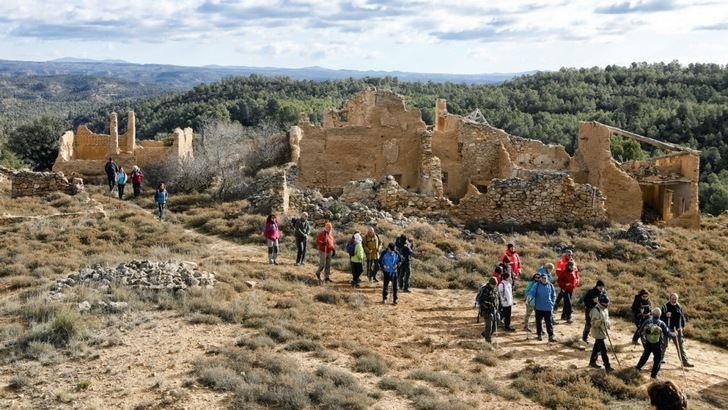 La baja temperatura estuvo muy presente en la visita a Villamalea de la IV Ruta de Senderismo de la Diputación de Albacete