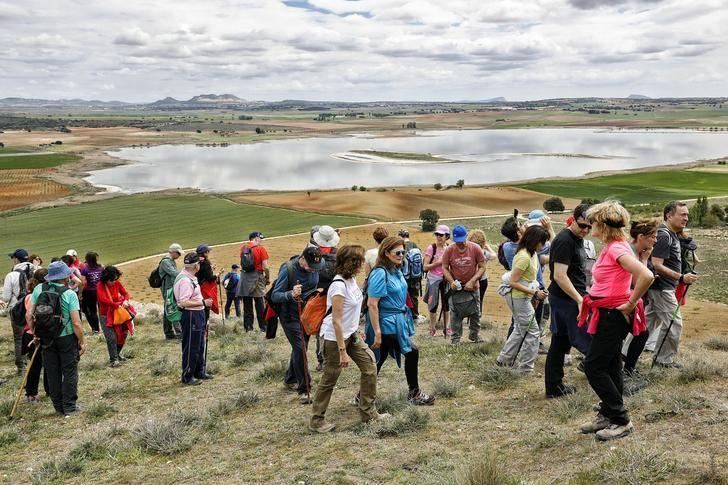 Las rutas de senderismo de la Diputación de Albacete llegan a Pétrola y El Bonillo