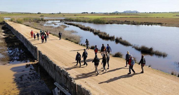 La ruta de senderismo de la Diputación de Albacete tuvo parada en Pétrola y El Bonillo