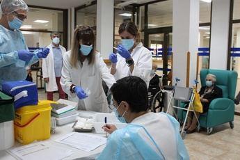Sanidad inicia la administración de una dosis adicional contra el COVID-19 en las residencias de de Albacete