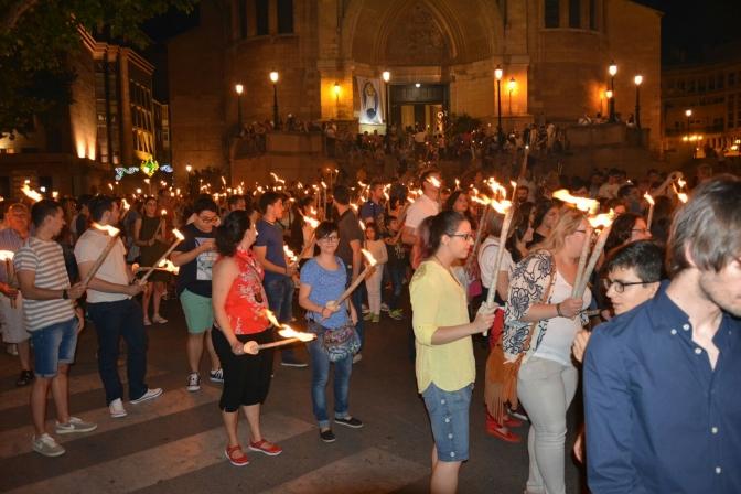 Imagen de archivo del desfile de antorchas.