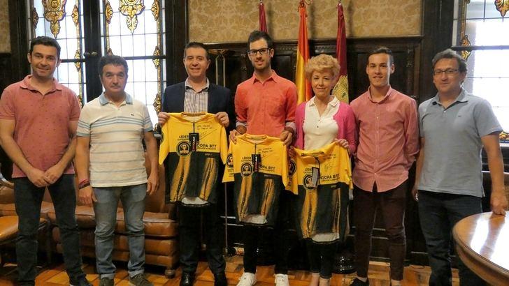La Diputación de Albacete rinde homenaje al ciclista Héctor Carretero, tras su gran Giro de Italia