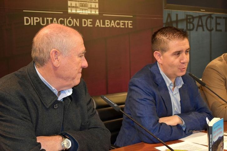 'Viejos caminos, viejas historias', el libro de Jesús López presentado en la Diputación de Albacete