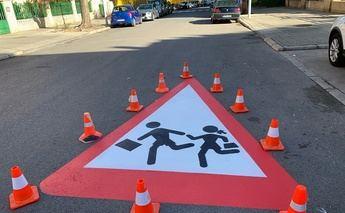 Albacete 'luce' señales de gran tamaño ante la proximidad de centros educativos para mejorar la seguridad vial