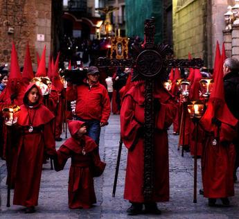 El Cautivo, el Cristo de la Esperanza y el de la Vega procesionan en Toledo