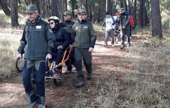 15 personas en silla de ruedas practican senderismo en Albacete con la colaboración de Agentes Medioambientales