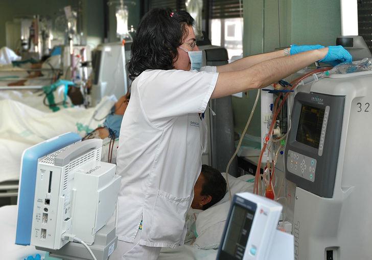 La Junta de Castilla-La Mancha incorpora al colectivo de técnicos en cuidados auxiliares de Enfermería a la oferta de cursos de formación específicos