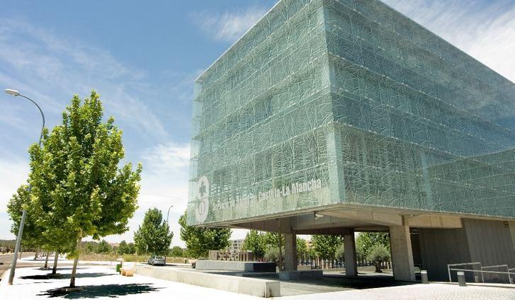 La Junta de Castilla-La Mancha asegura que las listas de espera se mantienen 32 meses por debajo de 100.000 pacientes