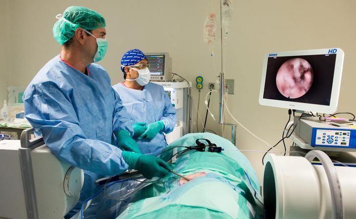 El Hospital de Parapléjicos de Toledo acoge un curso de cirugía endoscópica de la columna vertebral