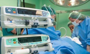Estudio del Hospital de Guadalajara que relaciona la recuperación acelerada con la supervivencia en el cáncer colorrectal