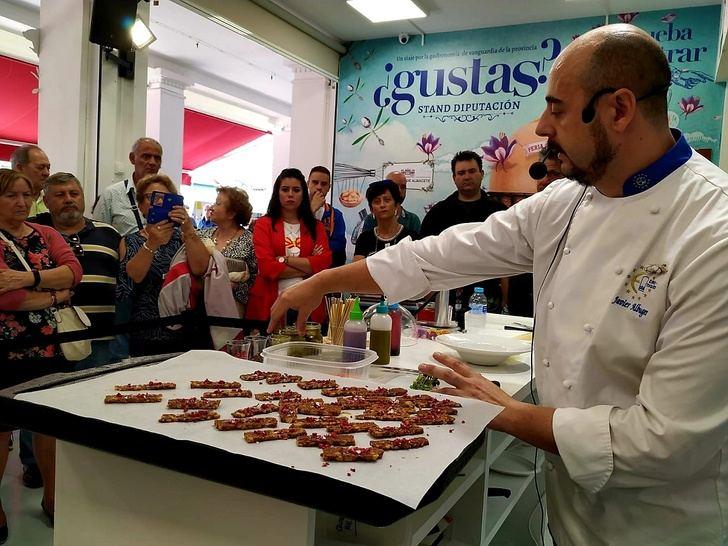El cremoso de atascaburras con gel de uva Bobal del chef Javier García, en el stand de la Diputación de Albacete
