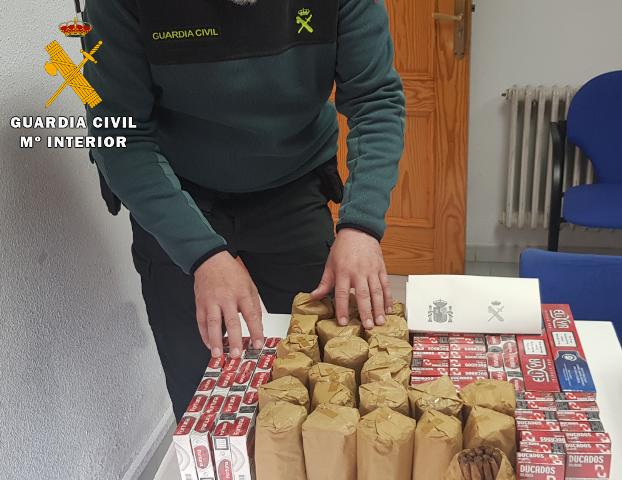 La Guardia Civil interviene tabaco de contrabando en un vehículo en Caudete (Albacete)