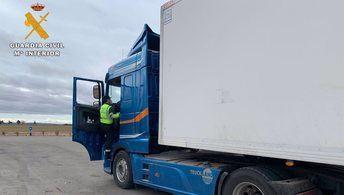 Dos camioneros se intercambiaban su tarjeta del tacógrafo para alargar los tiempos de conducción, en Almansa