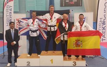El villarrobledense Patricio Martinez Cano logra oro y bronce en el British Open de Taekwondo