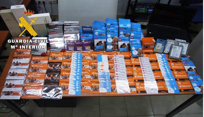 Cinco detenidos por robos en Barrax y tener 500 tarjetas de teléfono logradas con nombres falsos