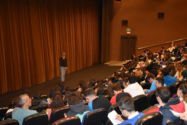 Centros educativos de Albacete participan en la representación teatral para evitar comportamientos machistas