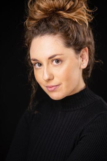 Una joven hellinera productora de coreografía de la compañía Vértice Producciones