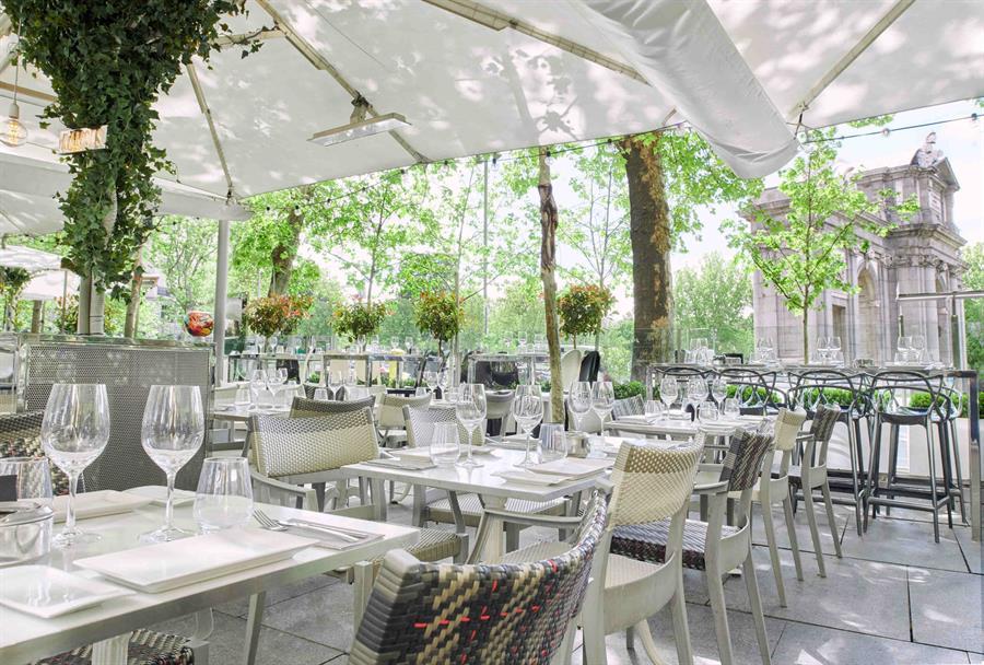 Reabren las primeras terrazas de cafeterías y bares y casi todo el pequeño comercio de Albacete