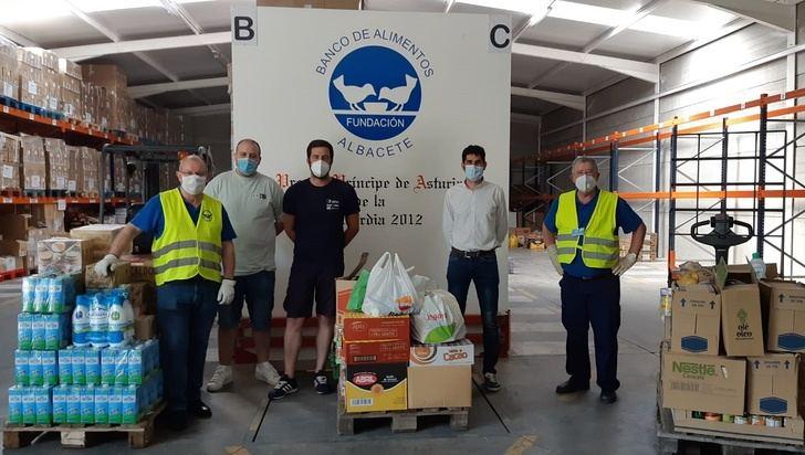 Los vecinos de la pedanía albaceteña de Tinajeros donan 800 kilos de alimentos al Banco de Alimentos