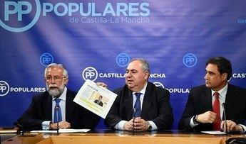 Los alcaldes de Talavera y Cuenca acompañando al responsable del PP, Vicente Tirado.