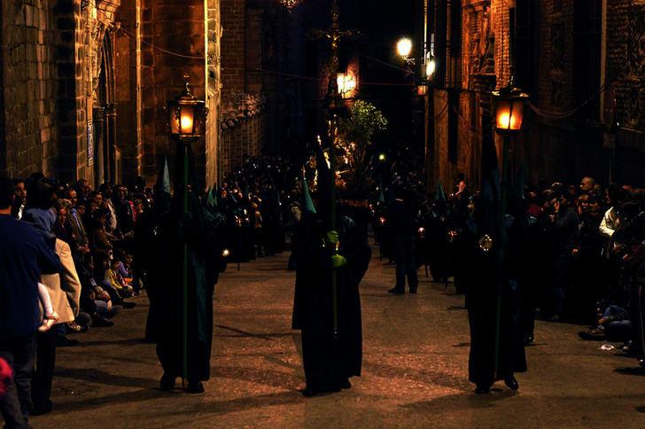 El Cristo de la Humildad y el Redentor procesionan este miércoles en la Semana Santa de Toledo