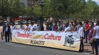 Alrededor de 1.000 personas pidieron en Albacete apoyo para la fiesta de los toros