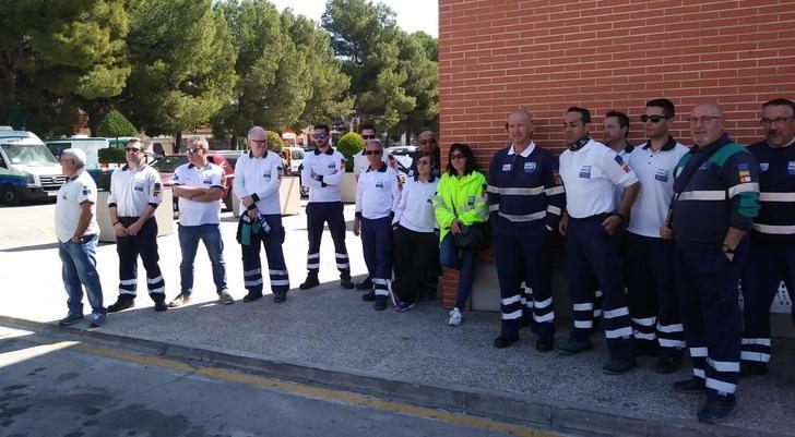 Imagen del paro este lunes de los trabajadores de ambulancias en Hellín (Albacete).