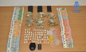 La Policía Nacional detiene en Hellín a dos personas por tráfico de drogas en un discoteca