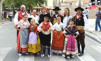 Exaltación del traje manchego en la Feria de Albacete