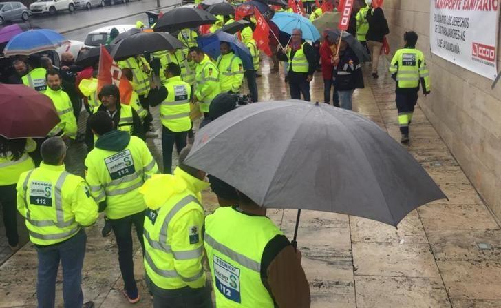 Trabajadores del transporte sanitario se concentran para exigir un nuevo convenio