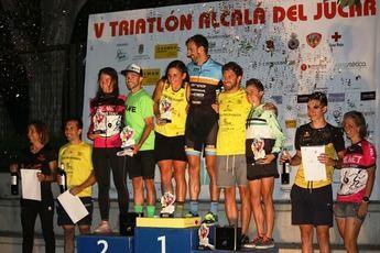 Alberto González y Ana López vencen en la V edición de Triatlón en Alcalá del Júcar