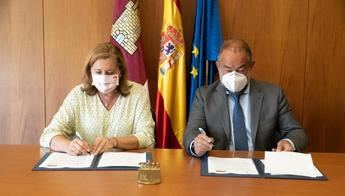 Junta y UCLM firman un acuerdo de colaboración para el fomento de actividades-servicio y de la investigación en centros educativos