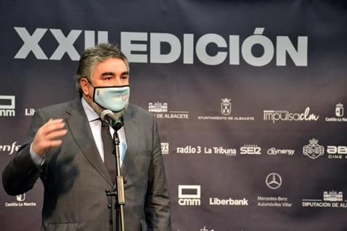 Uribes es recibido en el Festival Abycine entre abucheos y gritos de 'ministro dimisión' por un grupo de taurinos