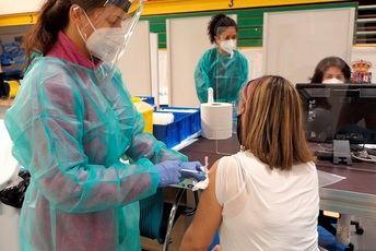Castilla-La Mancha comenzará a vacunar a partir de los 12 años en la segunda quincena de agosto y será con autocita