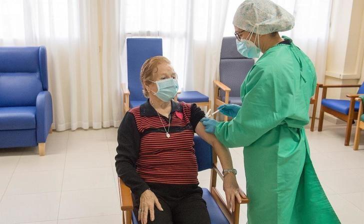 Castilla-La Mancha comenzará a administrar la tercera dosis de la vacuna contra el Covid el próximo lunes