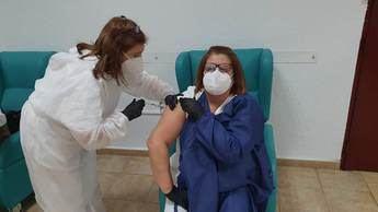 Castilla-La Mancha habrá vacunado a más de 20.000 profesionales de la Sanidad a finales de semana