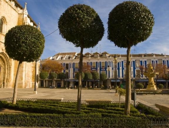 Valdepeñas renueva por 2 millones contrato del Servicio de Ayuda a Domicilio