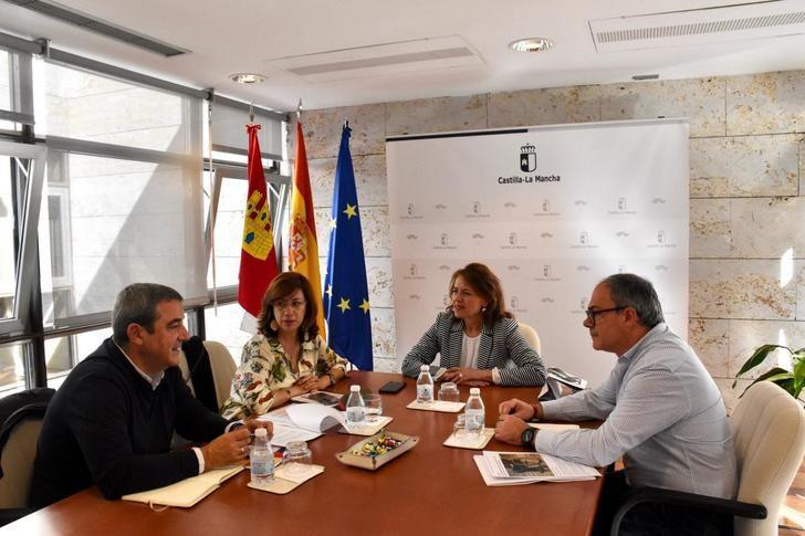Junta y CERMI Castilla-La Mancha valoran positivamente el descuento al transporte por carretera para las personas con discapacidad